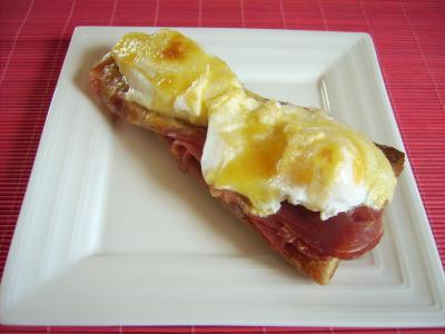 Huevos escalfados con salsa holandesa
