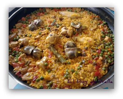 Paella de verduras y carne